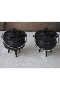 Mini Potjie Salt and Pepper Shakers Potjie Pots Cast Iron Cookware Cast Iron Cooking Pots, Potjie Pots, Cauldrons, Large Stew Pots, Camping Gear